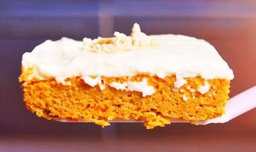 Морковный пирог с йогуртовым кремом