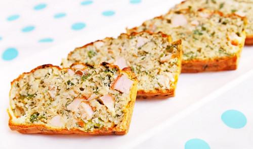 Пирог из овсянки с курицей и зеленью