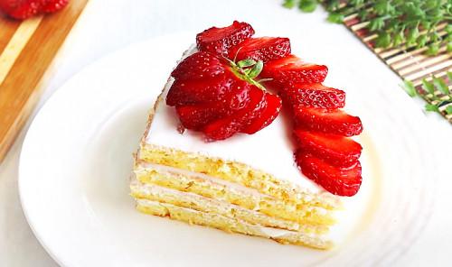 Торт с ягодами на сковороде