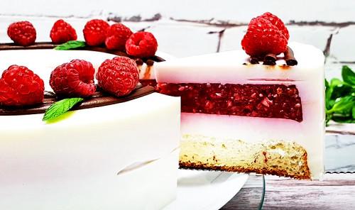Муссовый торт с малиновой начинкой