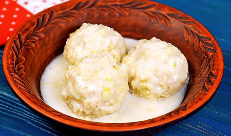 Рыбные тефтели в белом соусе на сковороде