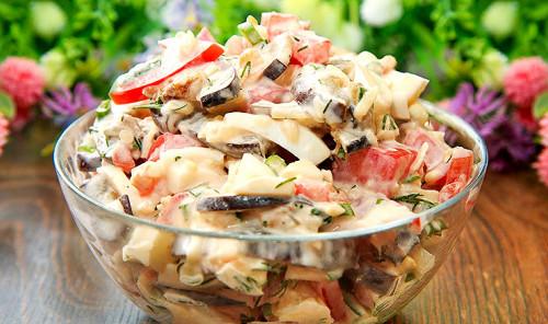 Салат с баклажанами, помидорами и яйцами