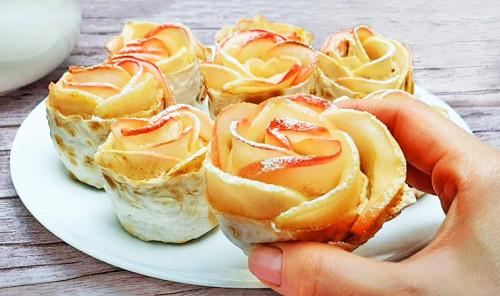 Десерт из яблок, творога и лаваша «Розочки»