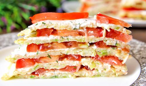 Кабачковый торт со сливочным сыром и томатами