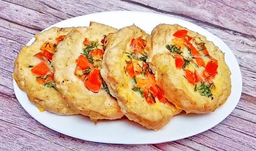 Куриные гнезда с помидорами и сыром в духовке