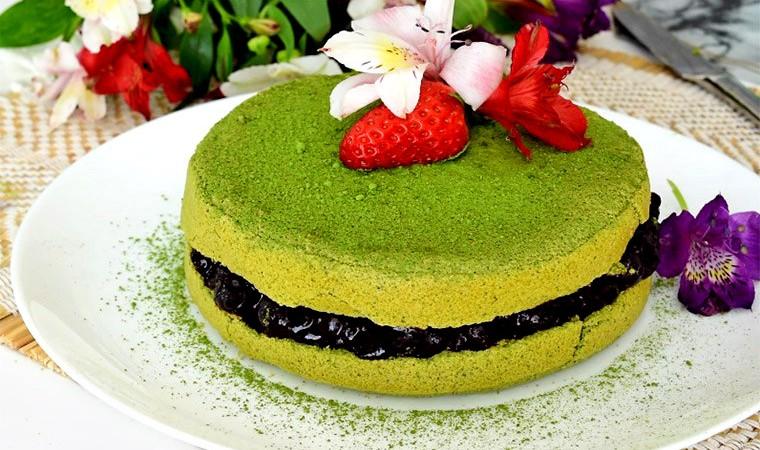 Зеленый торт с чаем матча