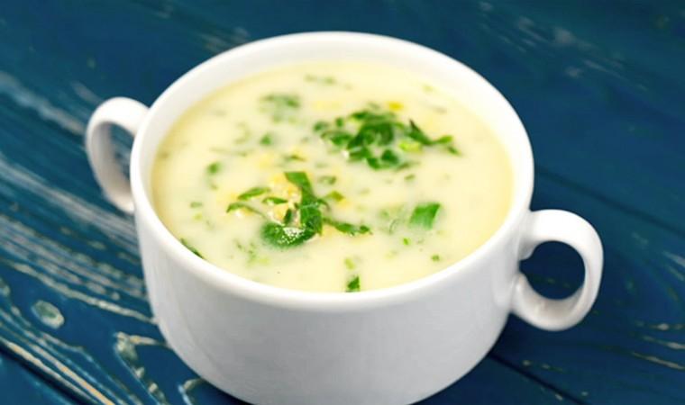 Сливочный суп с красной чечевицей и зеленью