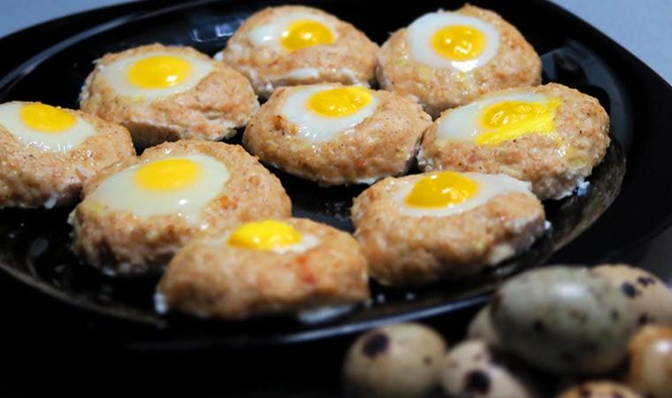 Куриные котлеты с перепелиными яйцами
