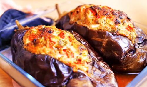 Фаршированные баклажаны с мясом и овощами в духовке