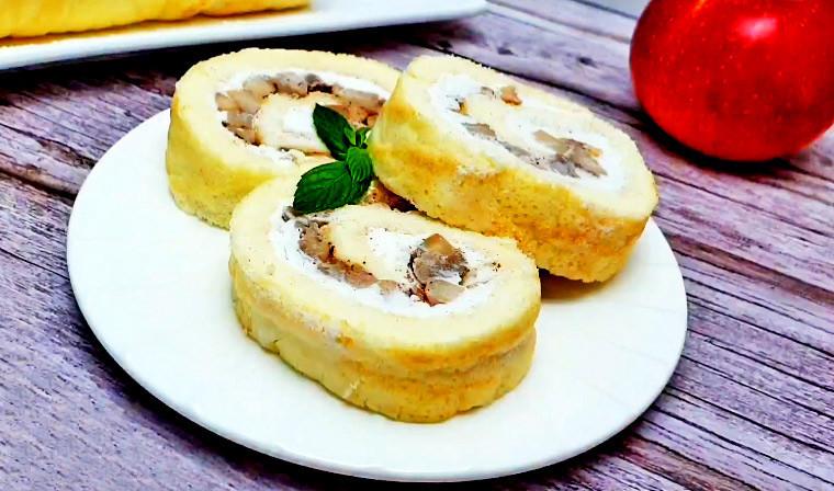 Бисквитный рулет с яблоками и рикоттой
