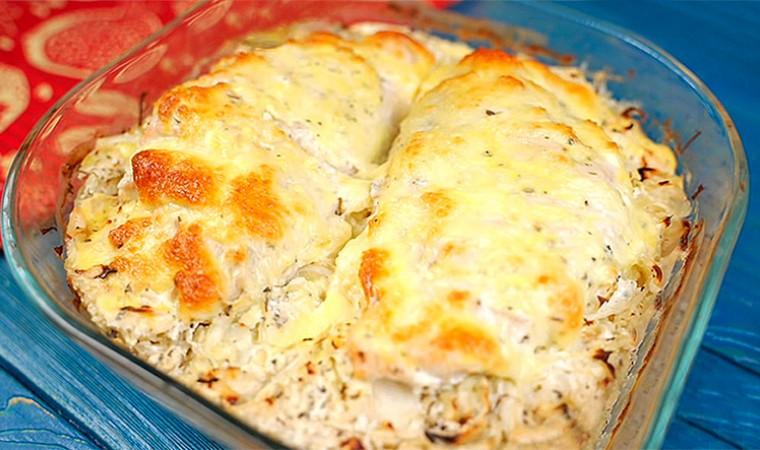 Куриная грудка в кефире, запечённая с капустой в духовке