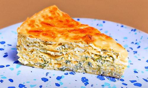 Пирог из лаваша с творогом, сыром и укропом