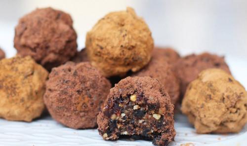 Шоколадные конфеты с орехами и черносливом