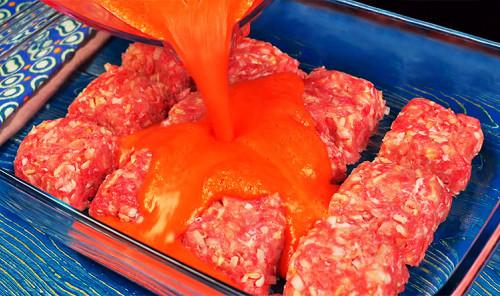 Котлеты с овощным соусом в духовке