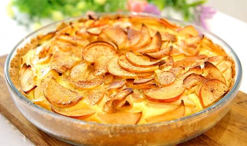 Песочный пирог с яблоками в сливочной заливке