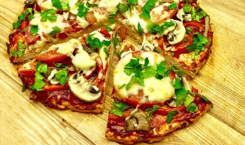 Пицца без теста на основе из куриного филе