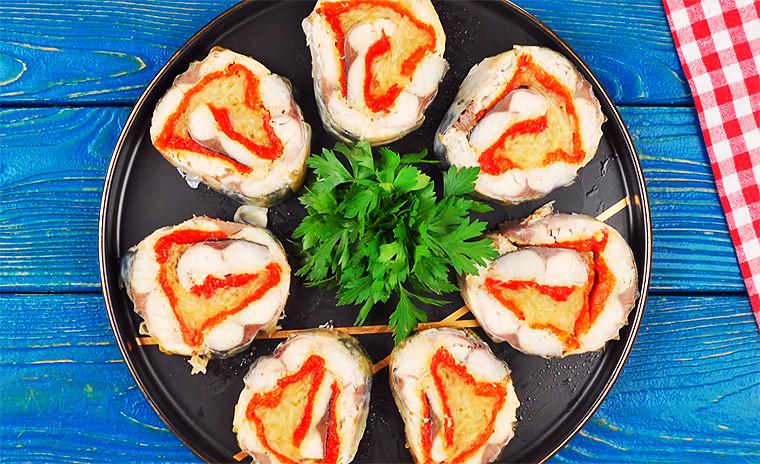 Рулет из скумбрии с печёным перцем