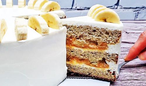 Банановый торт с творожным кремом и сгущенкой
