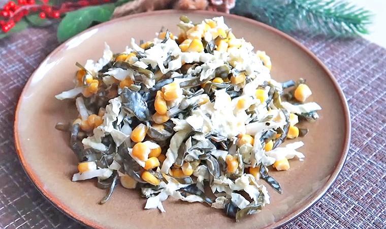 Салат с морской капустой и консервированной кукурузой