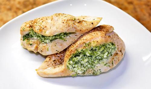 Куриная грудка с творогом, чесноком и зеленью в духовке