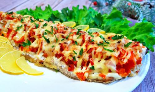 Горбуша с сыром и овощами в духовке