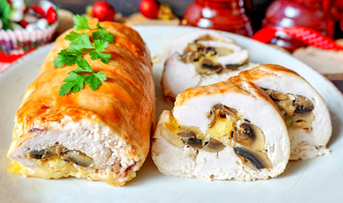 Куриный рулет с грибами и сыром в духовке