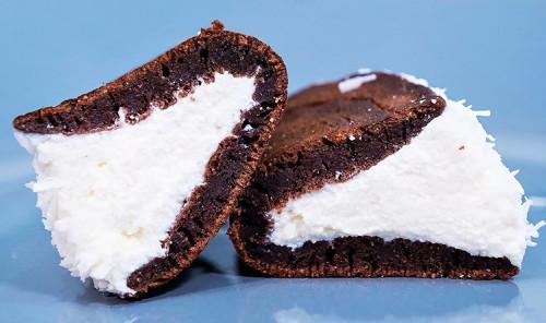 Шоколадные панкейки с творожной начинкой