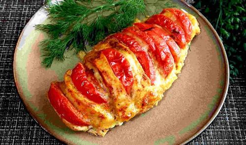 Куриное филе, запеченное с помидорами и сыром