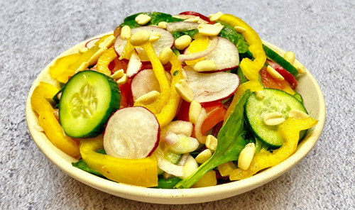 Овощной салат со шпинатом