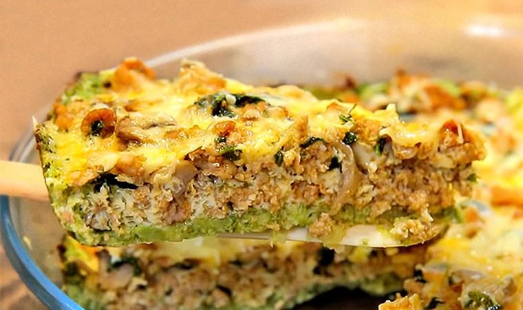 Заливной пирог с брокколи, фаршем и грибами