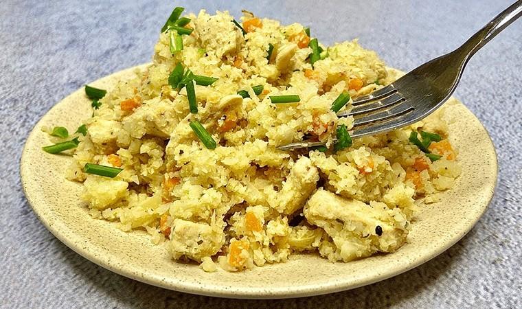 Рис из цветной капусты с курицей