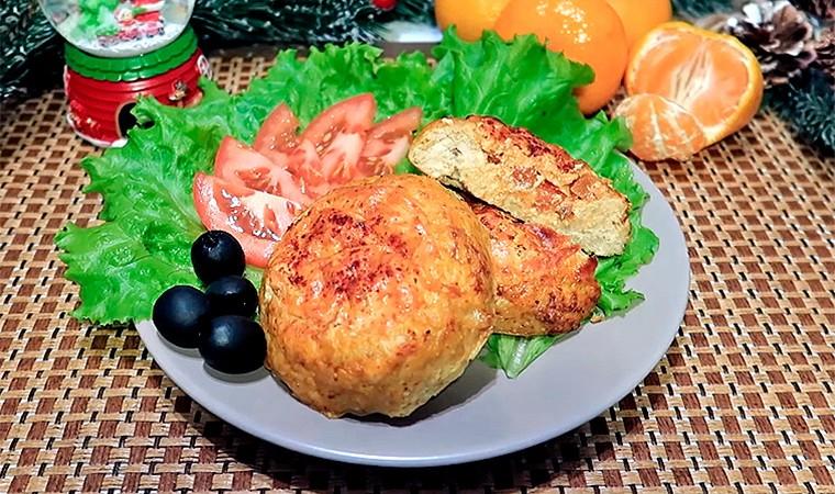 Гнёзда из куриного фарша с помидором и сыром в духовке