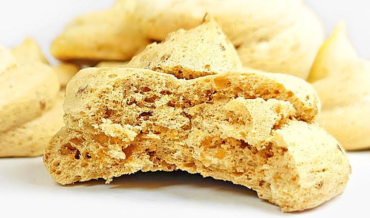 Кофейное безе с орехами в духовке