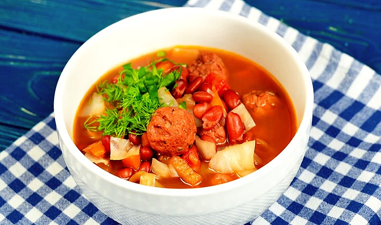 Суп с красной фасолью и фрикадельками