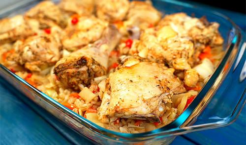 Курица с перловкой и овощами в духовке