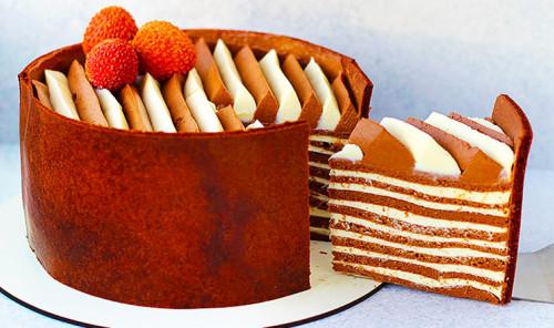 Многослойный шоколадный торт