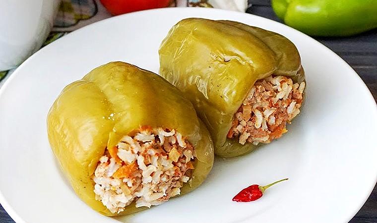 Перец, фаршированный говядиной и бурым рисом