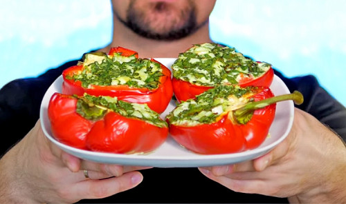 Перец, фаршированный рыбой и шпинатом в духовке