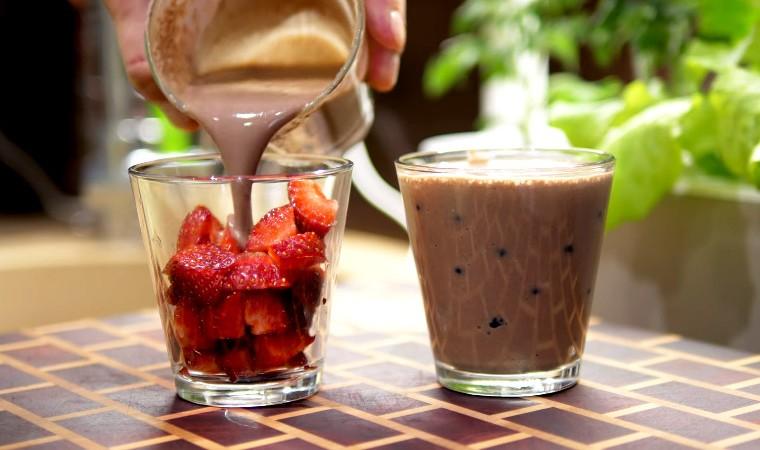 Десерт с клубникой и черникой