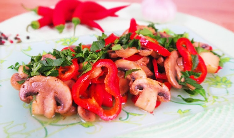 Маринованные грибы с сладким перцем